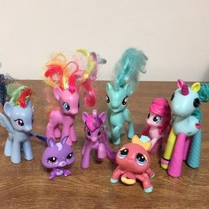 8 small toys, ponies etc GUC